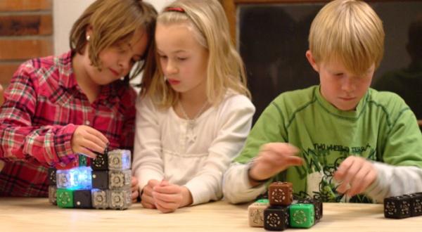 Kostki - Roboty edukują dzieci-1