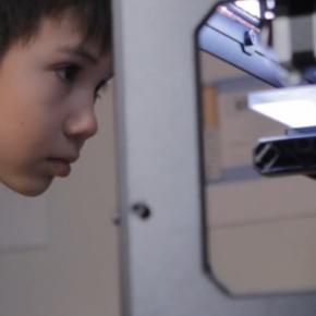 11-sto letni chłopak i jego drukarka 3D
