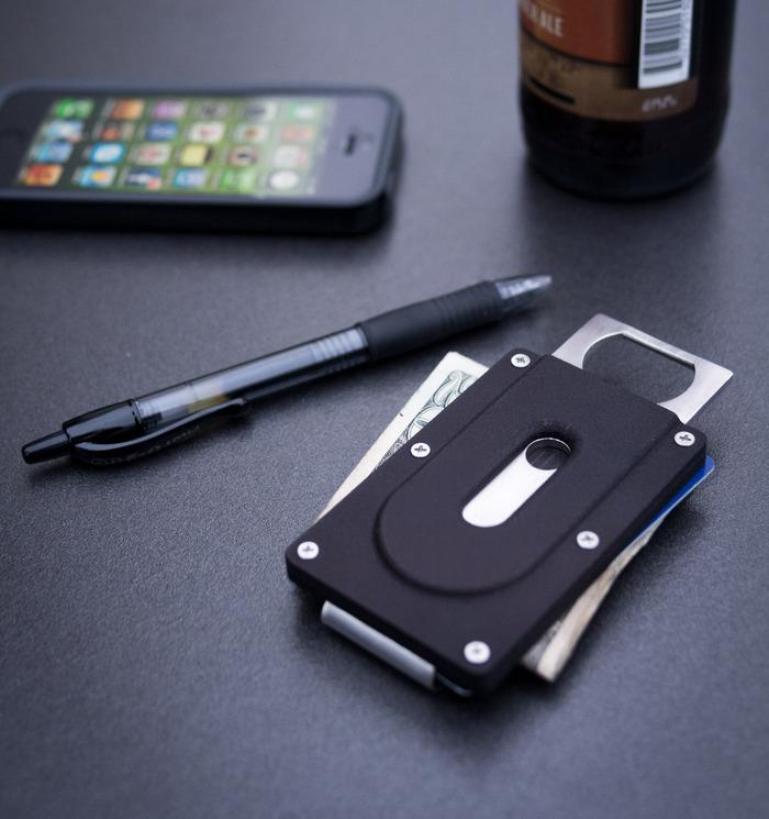 Drukowany portfel z wbudowanym otwieraczem do butelek