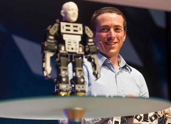 Fonzie - tańczący wydrukowany robot-1