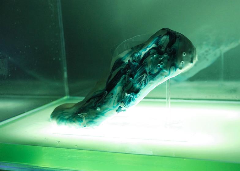 Samonaprawiające się buty do biegania wydrukowane z protokomórek