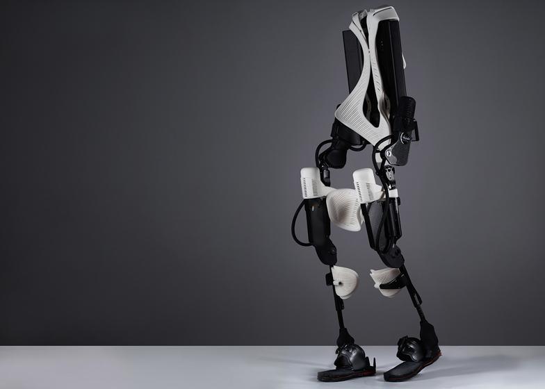 Wydrukowany 3D egzos1zkielet, który pomaga chodzić