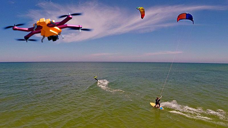 Latający dron AirDog będzie śledził Twoje ekstremalne wyczyny-3