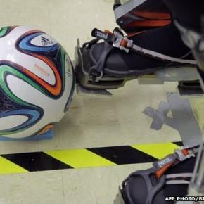Sparaliżowany mężczyzna w egzoszkielecie otwiera Mundial w Brazylii