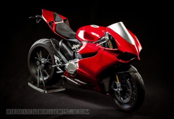 Bardzo szczegółowy, wydrukowany model Ducati 11991