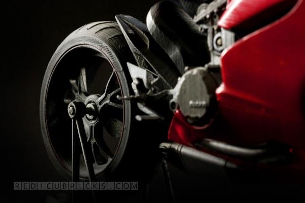 Bardzo szczegółowy, wydrukowany model Ducati 119910