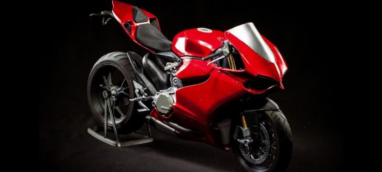 Bardzo szczegółowy, wydrukowany model Ducati 1199