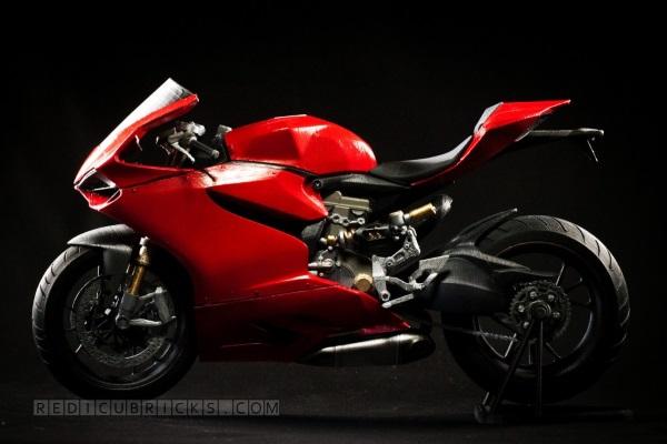 Bardzo szczegółowy, wydrukowany model Ducati 11993