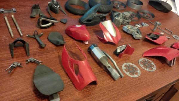 Bardzo szczegółowy, wydrukowany model Ducati 11995