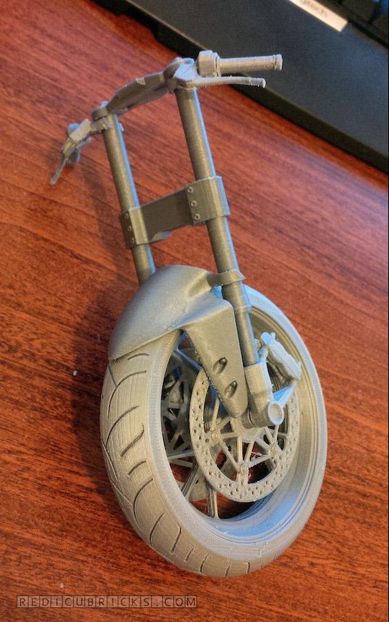 Bardzo szczegółowy, wydrukowany model Ducati 11996