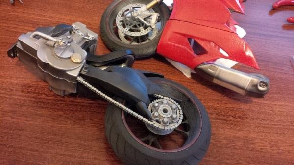 Bardzo szczegółowy, wydrukowany model Ducati 11997