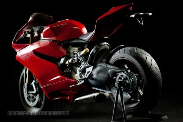 Bardzo szczegółowy, wydrukowany model Ducati 11999
