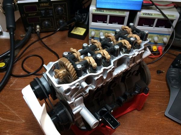 Wydrukowany model silnika czterocylindrowego Toyota 22RE-4