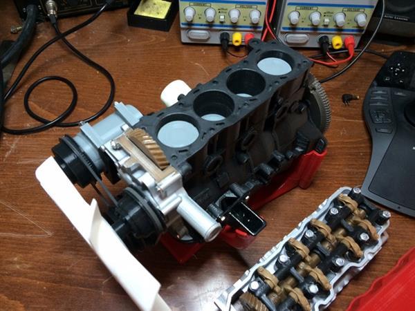 Wydrukowany model silnika czterocylindrowego Toyota 22RE-5