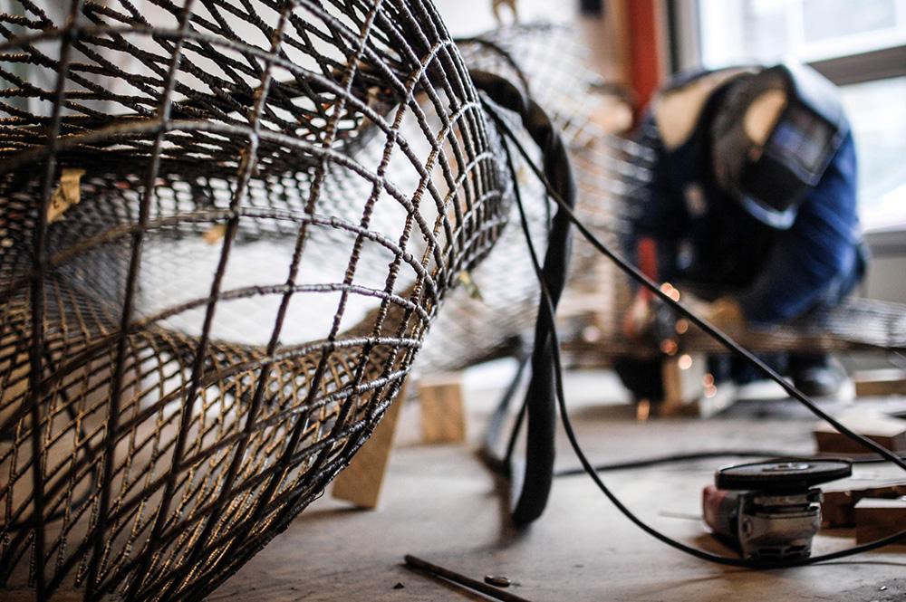 robot wydrukuje stalowy most w powietrzu-3
